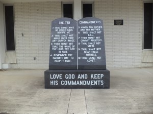 Ten_Commandments_marker_in_front_of_Dixie_County_Courthouse