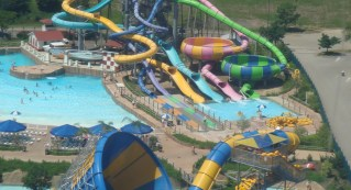 hurricane_harbor_great_america