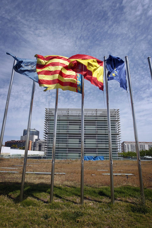 Banderas rotas.