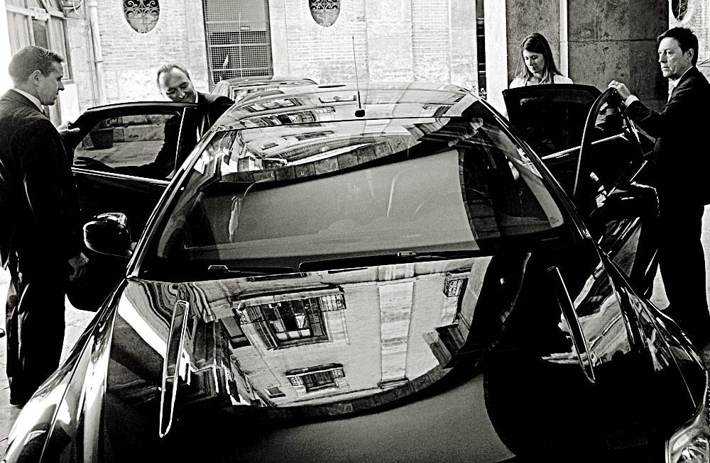 El presidente y la secretaria autonómica comparten vehículo oficial