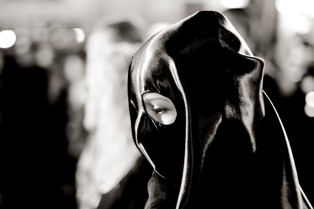 Me gustó esta cabeza de mujer cubierta por una mezcla de verdugo y novia de batman.