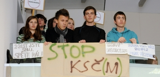 Students protesting (source: www.tyden.cz)