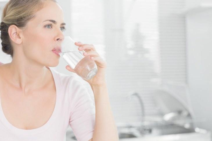 woman drinking water | Alkaline Water For Acid Reflux | what is acid reflux
