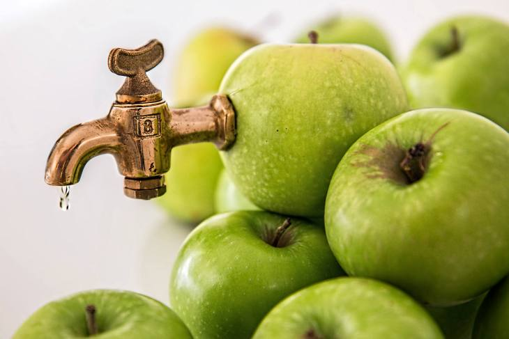 Apple juice sweet fruit juice | Fruits and Veggies That Can Keep You Hydrated