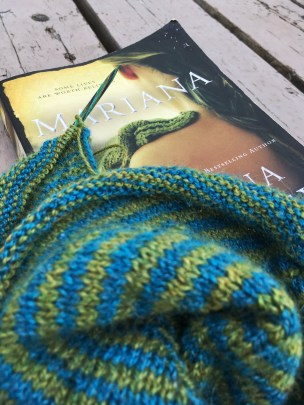 how to knit a shawl | knitting tips | book recommendations | Mariana by Susanna Kearsley | what to read next