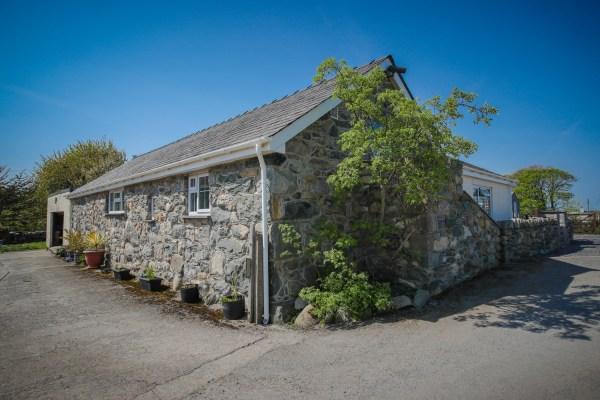Hen Stabl holiday cottage at Tyn y Coed Caravan Park, Llanrug