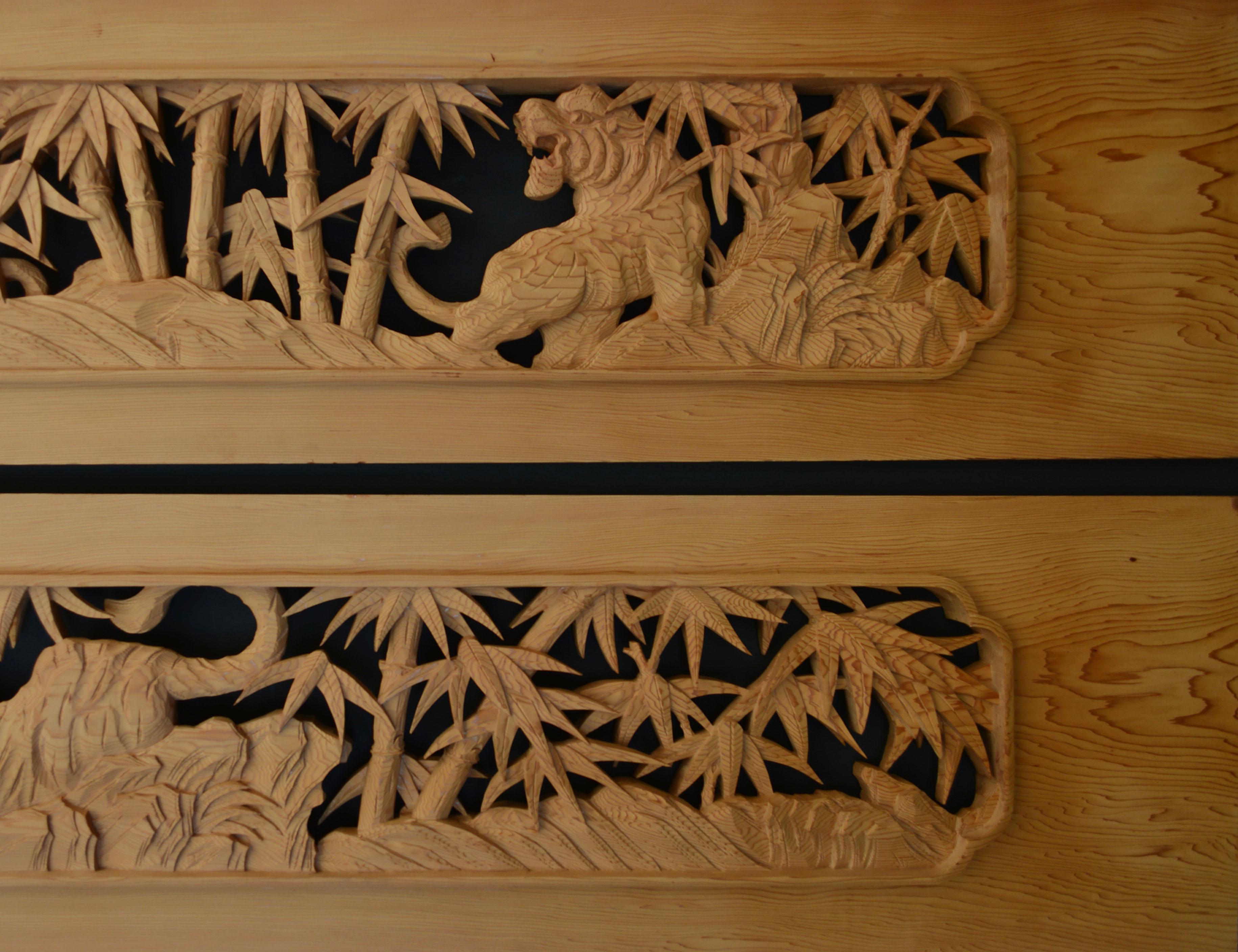 彫刻欄間の高原銘木店 > 500-599 > 0566 竹に虎 6尺×1.1尺×1.5寸 特上彫(米杉)