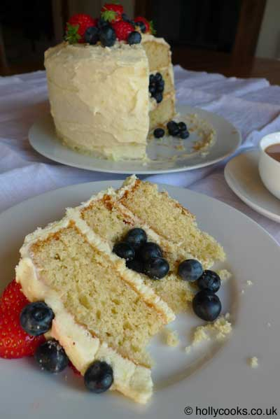 Holly-cooks-lemon-and-blueberry-cake-slice-web