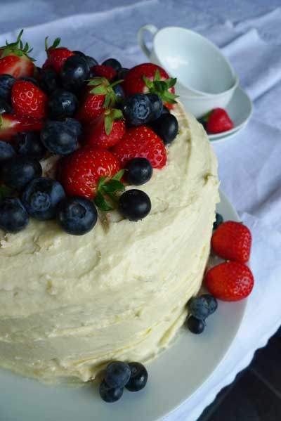 Holly-cooks-lemon-and-blueberry-pinata-cake-recipe