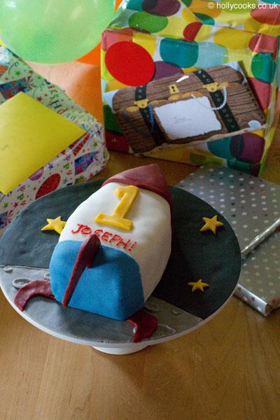 Holly-cooks-birthday-fruit-cake-400