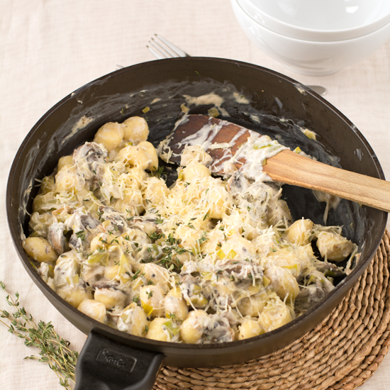Holly-Cooks-mushroom-leek-and-thyme-gnocchi-in-pan550