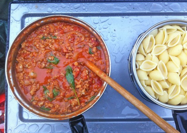 holly-cooks-sausage-and-tomato-pasta-camping