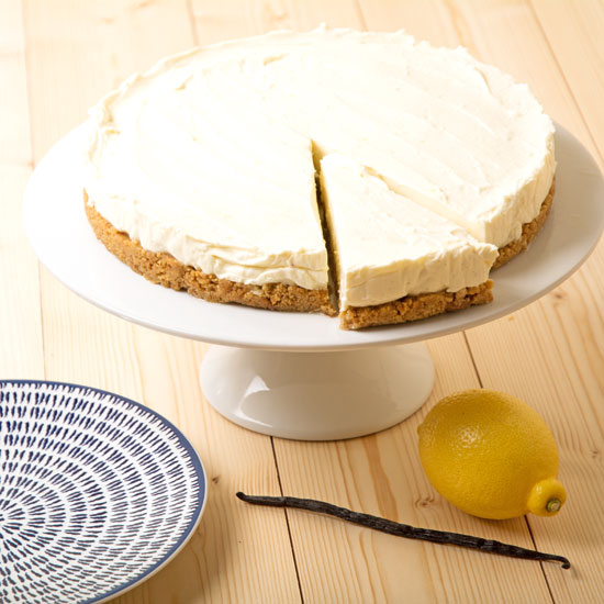 holly-cooks-madagascan-vanilla-and-lemon-cheesecake-one-piece-ready-to-come-out550