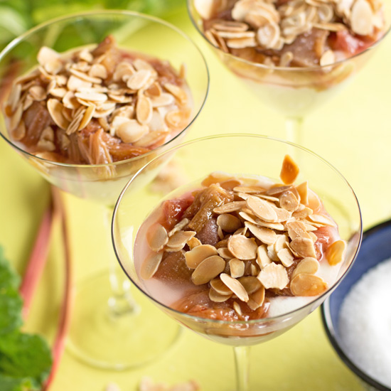 Holly-Cooks-rhubarb-almonds-and-yoghurt-34-view550