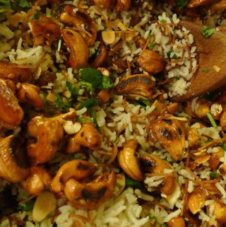 Lebanese rice with spicy nuts and raisins recipe