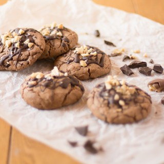 Peanut, chocolate and caramel cookies