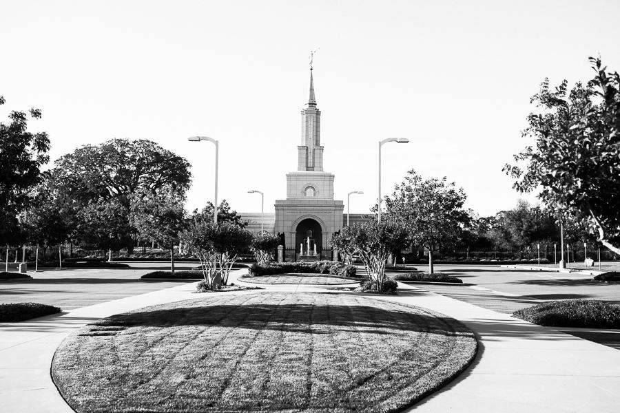Sacramento_Temple_Engagement_Pictures-3