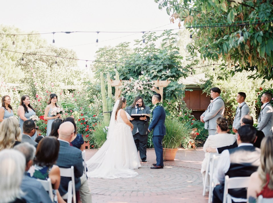 wedding ceremony at Jardines de San Juan