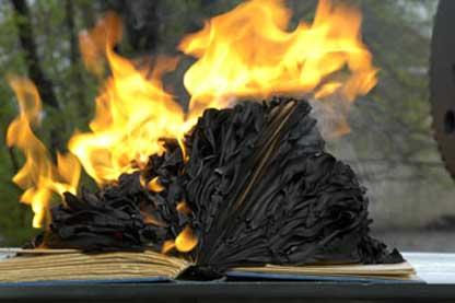 On peut pas brûler les livres nuémriques, mais on peut leur faire bien pire !