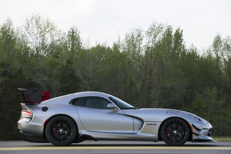 The ECSTA V720 is fitted as standard to the Dodge Viper ACR