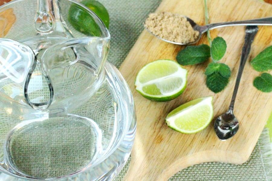 عصير-الليمون-بالنعناع-و-السكر-البني-بسيط-و-منعش2
