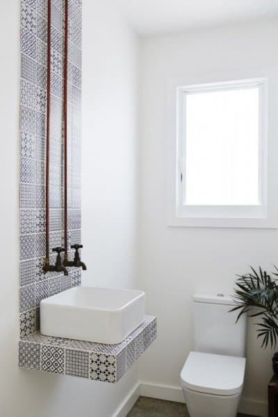bfe0bcbc6 بالصور: هكذا تحصلين على ديكور حمام مميز للمساحات الضيقة – اخبار ...