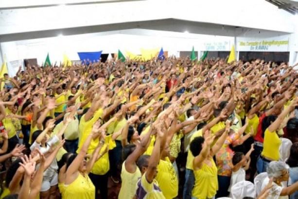 Multidão participou de convenção de Isravan (Foto: Lauro Brasil)