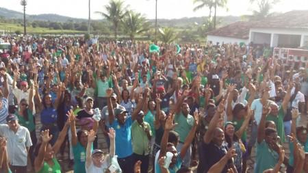Multidão participa de comício na fazenda Maia (Foto: Divulgação)