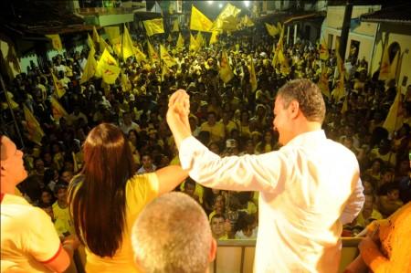 Comício foi realizado no Bairro Popular (Foto: Valdir Santos/UN)