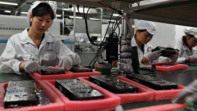 foxconn-workers-620jt092412