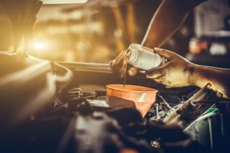 Czy można mieszać oleje silnikowe?