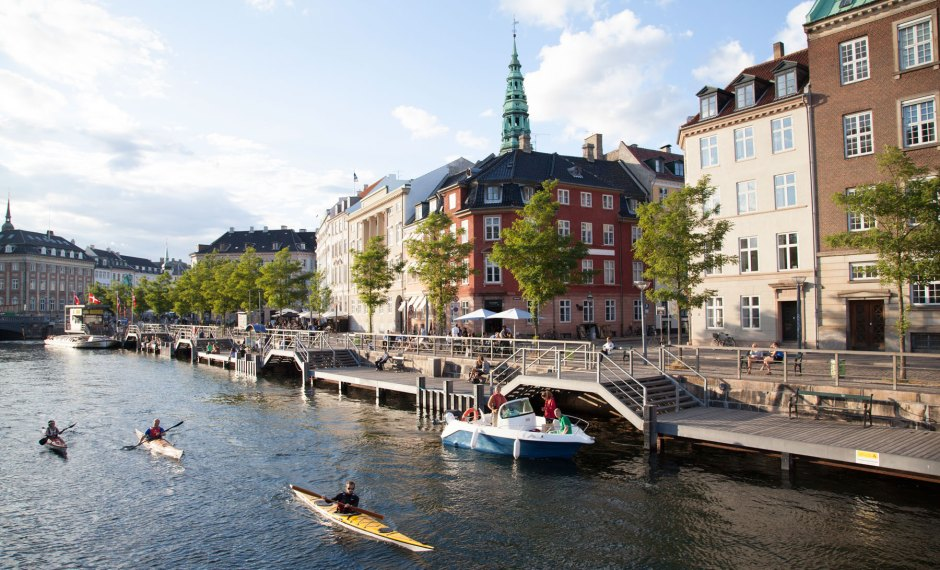 Copenhagen,-kayaking-the-canals-of-Copenhagen