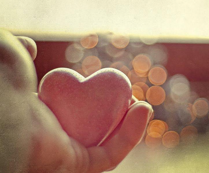 Două lucruri importante să învățăm în viață: a iubi și a răspunde iubirii!
