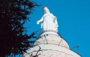 سيدة لبنان ترتفع في ساحة مار بطرس في روما