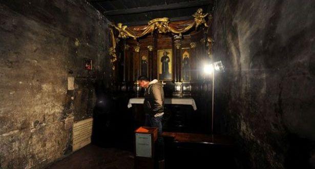 عرض ذخائر القديس فرنسيس الأسيزي مع اقتراب عيده