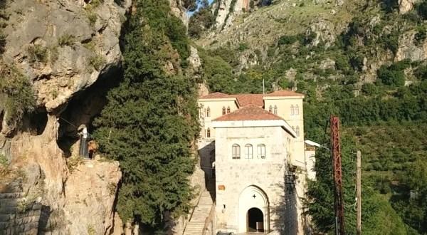 قداس في دير مار انطونيوس قزحيا لمناسبة عيد السيدة