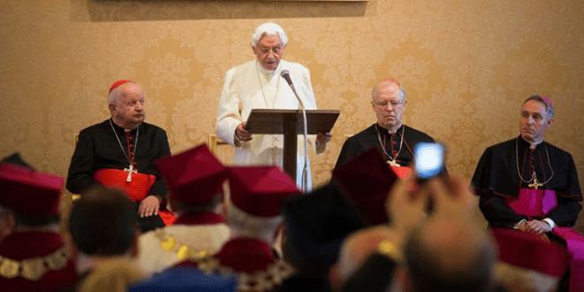 البابا بندكتس السادس عشر يحصل على الدكتواة الفخرية