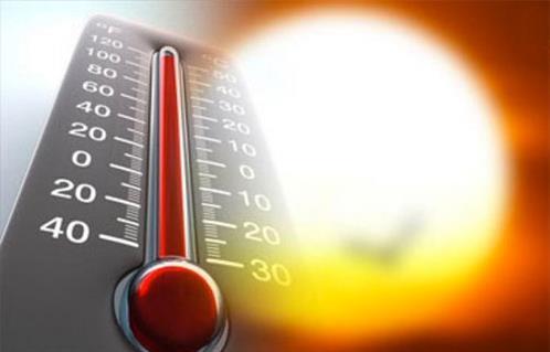 الطقس حار مع رطوبة مرتفعة تؤدي الى زيادة الشعور بالحرارة