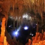 التكوينات الجوفية داخل مغارة المطران.