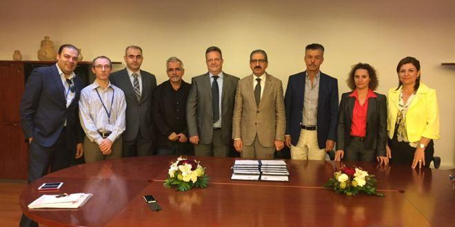 رئيس اللبنانية وقع اتفاقيتي تعاون مع جامعتين في دانكرك وتولوز