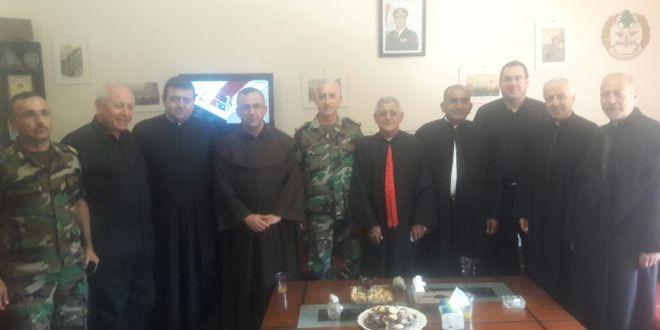 وفد من الكهنة الموارنة في عكار زار ثكنة عندقت مهنئا بعيد الجيش
