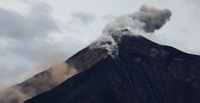 البابا فرنسيس يقدم مساعدة أولية للمتضررين من ثوران بركان فوييغو في غواتيمالا