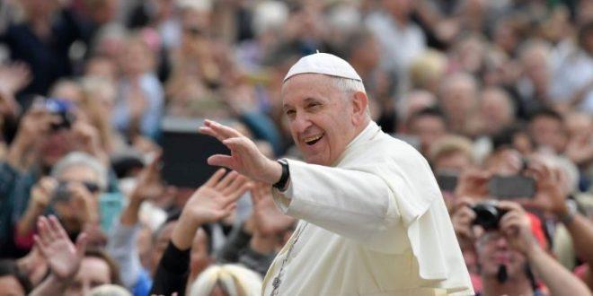 """في مقابلته العامة البابا فرنسيس يتحدّث عن الوصيّة السادسة """"لاتزنِ"""""""