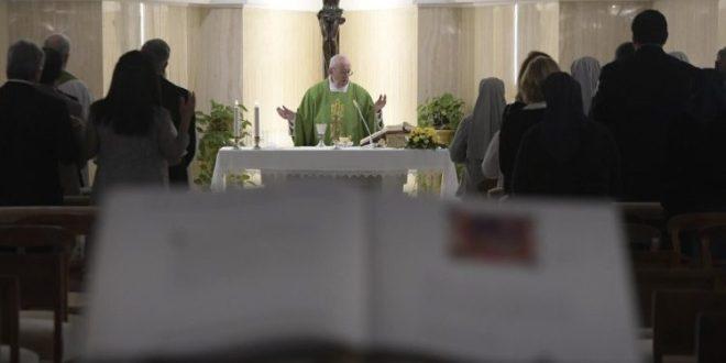 البابا فرنسيس: بتحويله الماء إلى خمر حوّل يسوع شريعة موسى إلى إنجيل