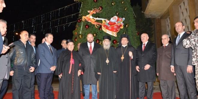محافظ الشمال اضاء شجرة الميلاد في السراي: نحن شعب تواق للعيش المشترك وطرابلس رمز التنوع الطائفي