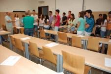 Los alumnos llegan al aula asignada en la Fábrica de Armas de Toledo