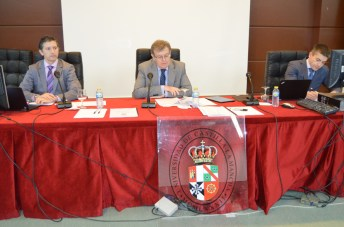 El rector con el secretario general y el vicerrector de Economía y Planificación en el último Consejo de Gobierno celebrado por la UCLM