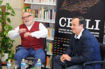 Fernando Savater junto a Santiago YUBERO, decano de la Facultad de Ciencias de la Educación y Humanidades