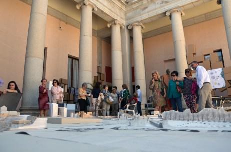 Exposición de maquetas en el patio de Lorenzana