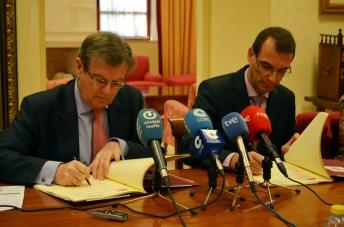 Miguel Ángel Collado y Pascal Moulard firman el acuerdo